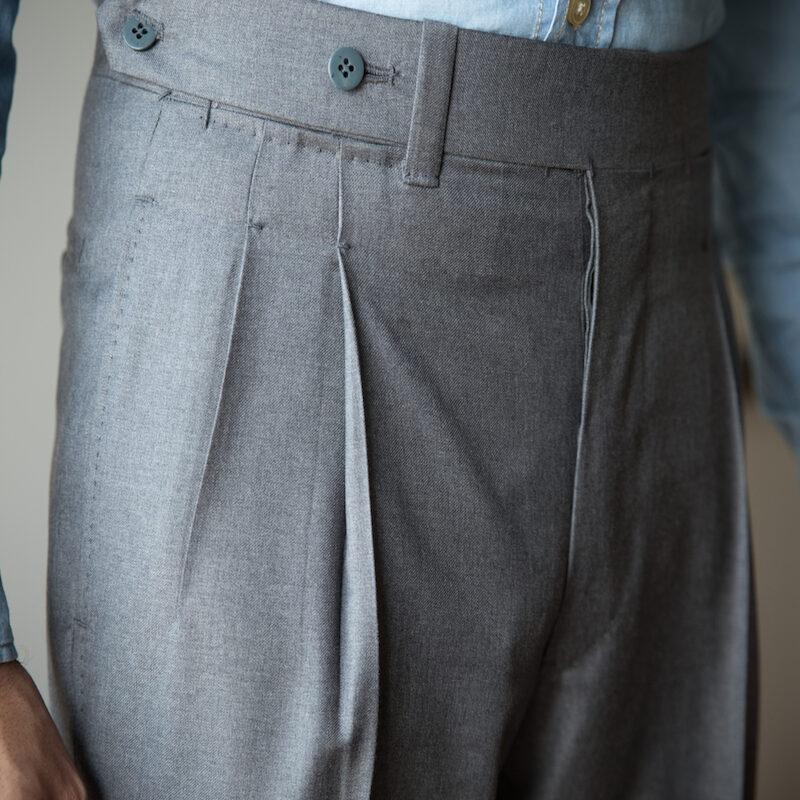 Pantaloni su misura grigi per abito